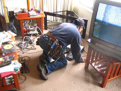 omg the cable guy is here by rick (via Flickr)